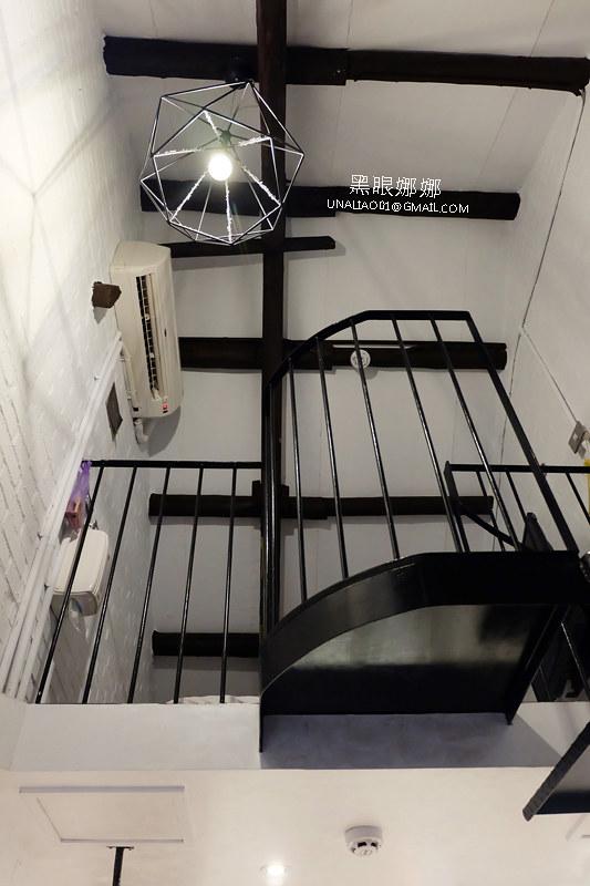 台南民宿正興延平公寓1F仰視