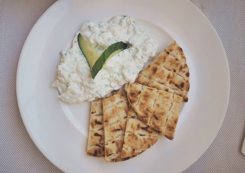 pita-tzatsiki-kreikkalainen-ruoka