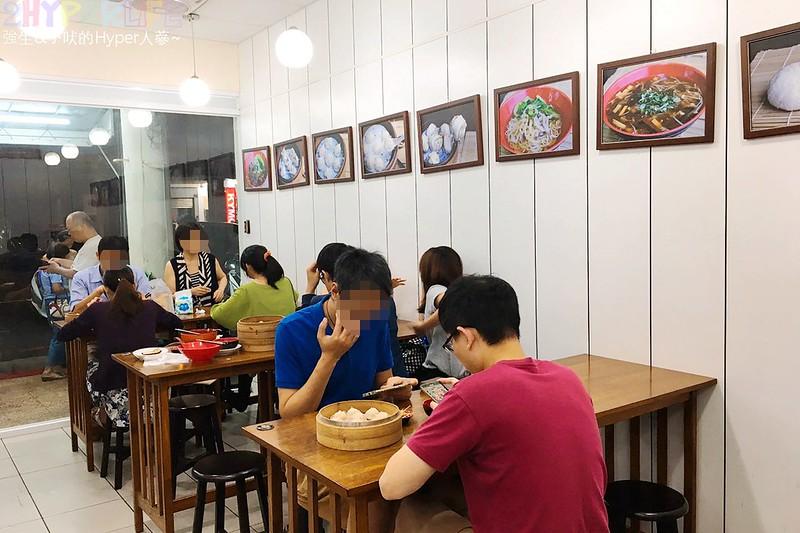 37383352111 73738ae24a c - 嘉園小上海點心總匯│湯包肉包都好吃的中華路美食,下次來日新電影院前就知道要吃什麼啦!