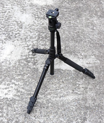 カメラ用の三脚です。