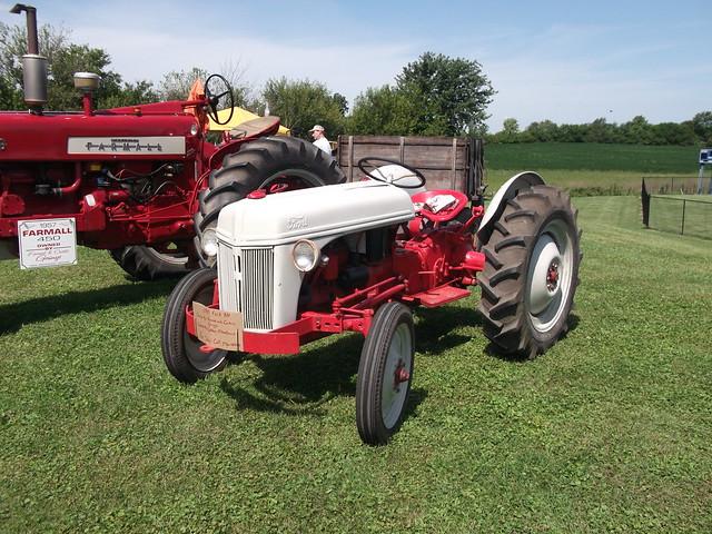 1947 Ford type 8N tractor, Fujifilm FinePix AV200