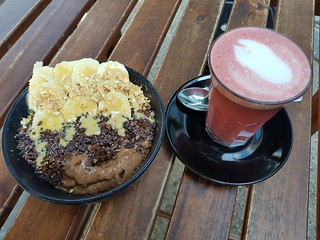 Peanut Butter Protein Bowl and Beetroot Latte from Smash The Berry