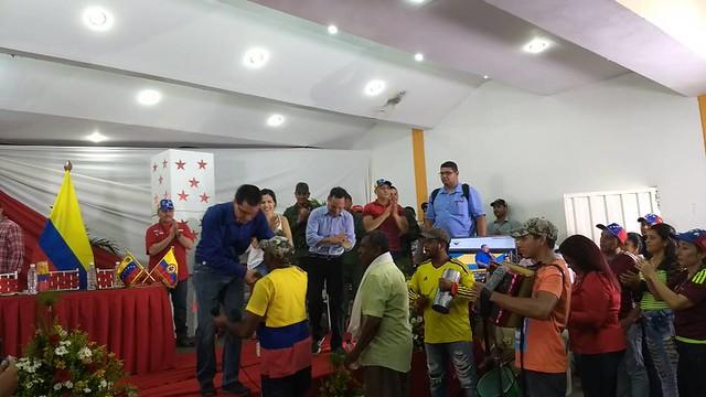 Com 5 milhões de colombianos no território, Venezuela firma compromisso com migrantes