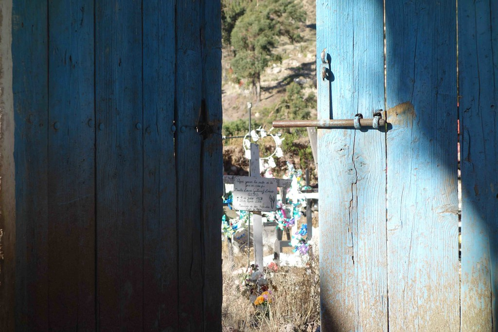 Socoroma - Cimetiere Door