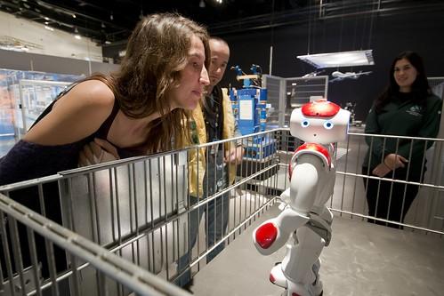 Exposición: Robots los humanos y las máquinas