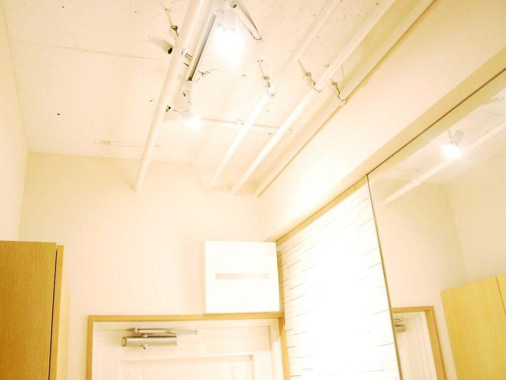 リノベーション後・玄関の照明