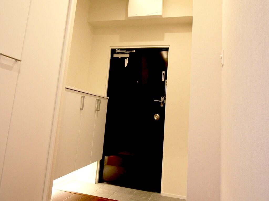 リノベーション後・間接照明を使った玄関