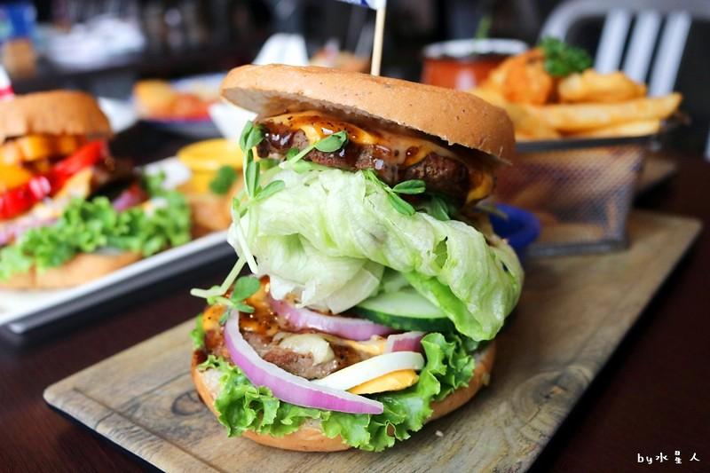 37339807856 c8986d134e b - 熱血採訪| 漢堡巴士Burger Bus,台中也能吃到道地的英式傳統早餐和英式漢堡,英倫工業風裝潢輕食咖啡