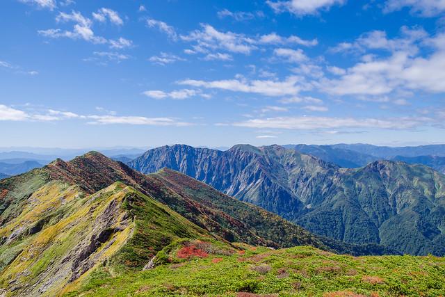 歩いてきた稜線と谷川岳@朝日岳