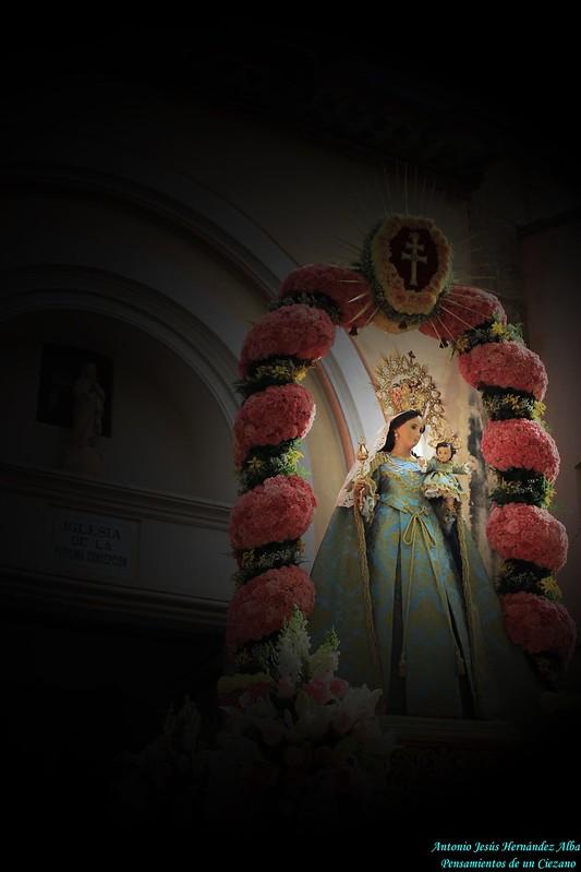 POR LA CRUZ CON MARÍA... AL CIELO