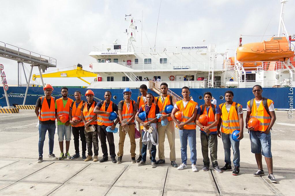 Estudantes da Uni-CV participam na viagem inaugural do navio Praia D´Aguada