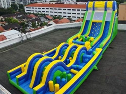 Longest-Inflatabe-Obstacle-Course-002-e1501651043295