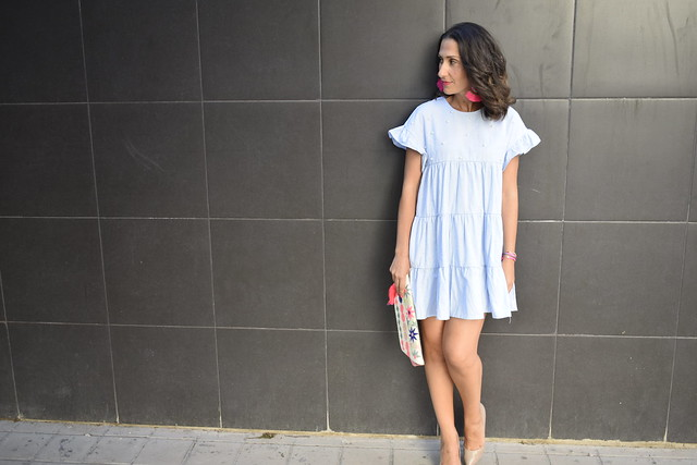 Vestido, dress, azul, corto, perlas, salones nude, clutch étnico, fucsia , pendientes de flecos, Light blue, shorty, pearls, nude heels, ethnic clutch, fuchsia, tasselled earrings, Zaful, Gloria Ortiz, El Corte Inglés, Rita Ros Chic, Oysho