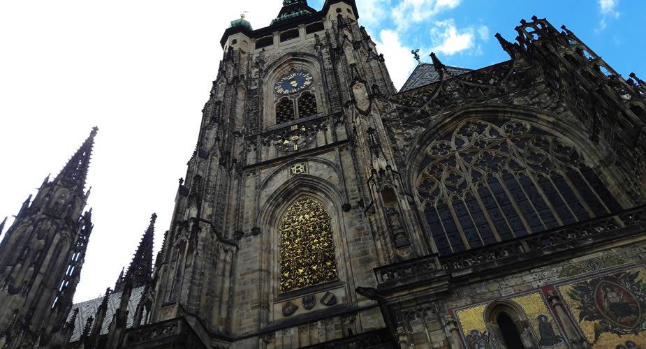 Fietsen in Praag: Sint Vitus kathedraal | Mooistestedentrips.nl