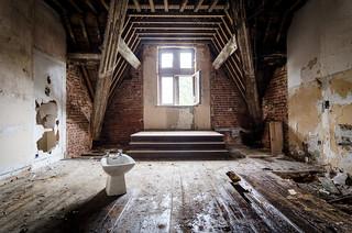 Lost Bidet, Chateau Bambi, Belgium