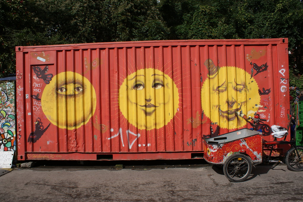 Reprise des couleurs de Christiania sur un contenair du quartier.