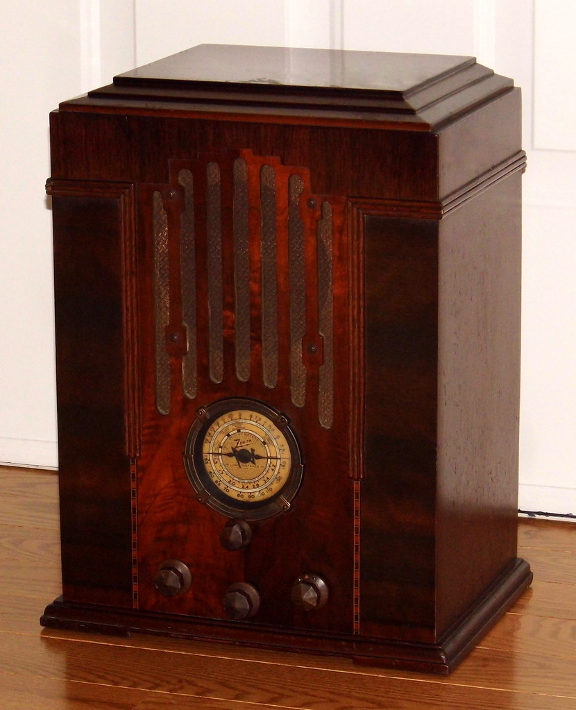 Vintage Zenith Tombstone Table Radio, Model 808, AM & SW Bands, 6 Vacuum  Tubes, Wood Cabinet, Original Knobs & Grill Cloth, Made In USA, Circa 1934