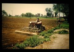 Plowing Tractor = トラクター耕起