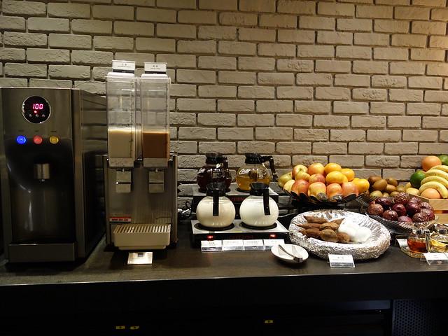 早上移開了水果,加上一籃白煮蛋與地瓜,熱飲也加了熱牛奶與豆漿@高雄喜達絲飯店