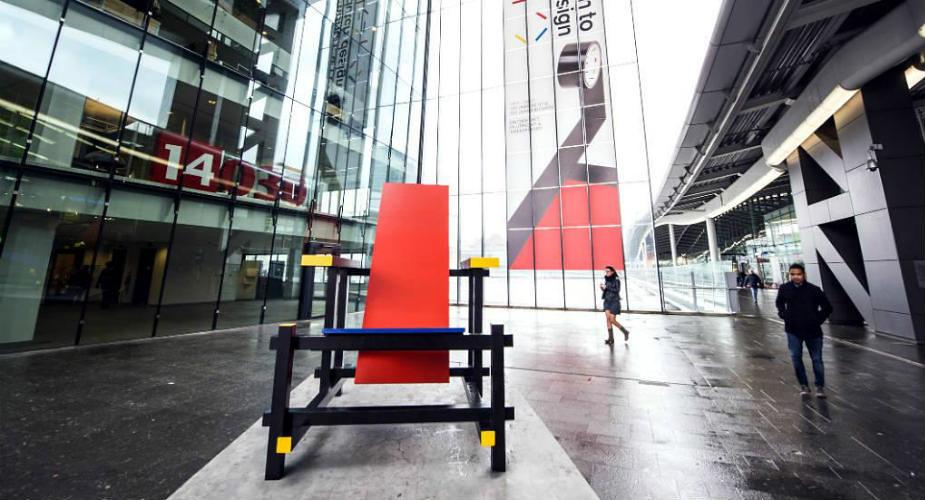 Utrecht: XL Rietveld stoelen in Utrecht | Mooistestedentrips.nl