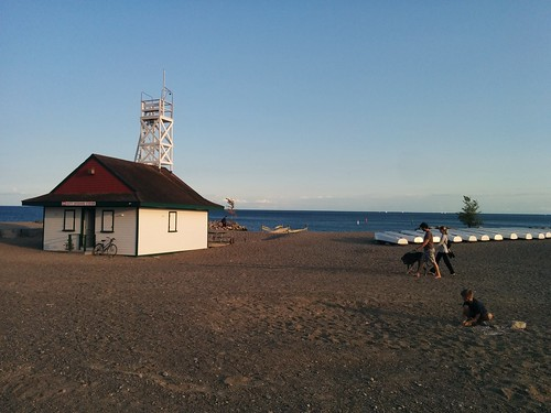 Leuty Lifeguard Station by evening #toronto #beaches #kewbeach #leutylifeguardstation #lakeontario #evening