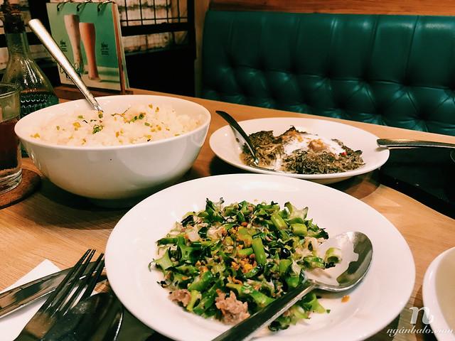 Ăn gì ở Philippines - Rau muốn xào đậu rồng