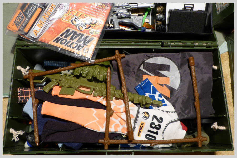 Locker Boxes Full of Mixed Items 36461591682_7413792309_o