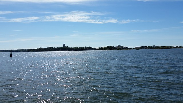 Approaching Suomenlinna