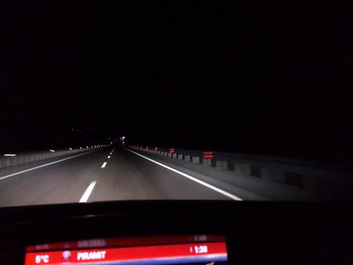Éjszaka az autópálya-jellegű főúton