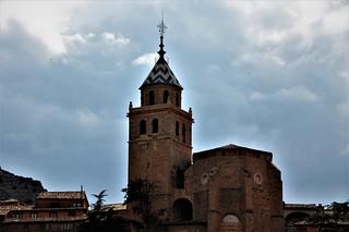 La catedral de Albarracin y sus nubes