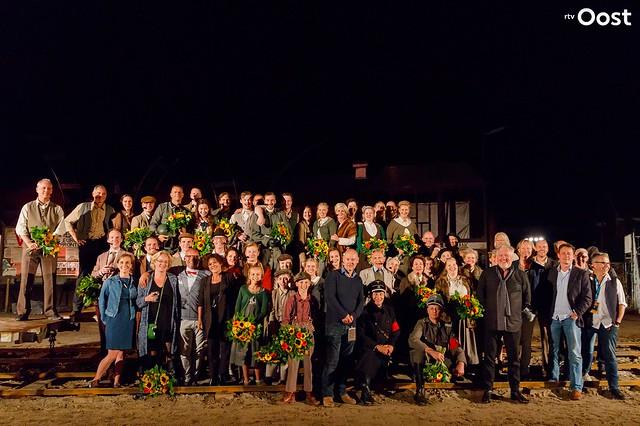 De première van theaterspektakel Het Verzet Kraakt in Almelo