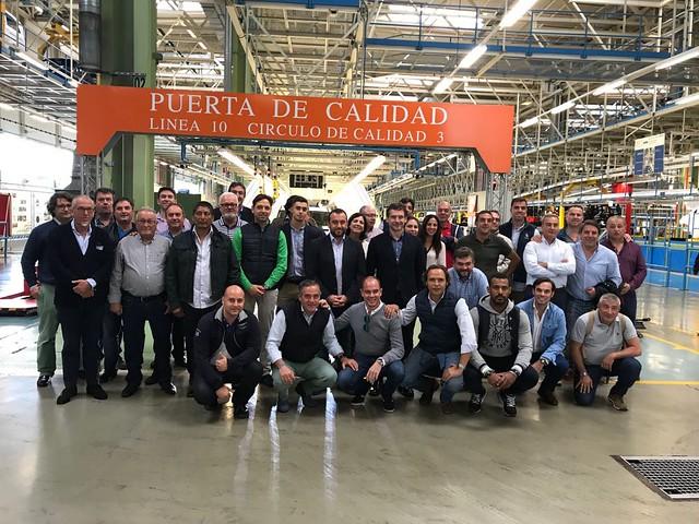 Erke visita la fabrica de Mercedes Benz en Vitoria
