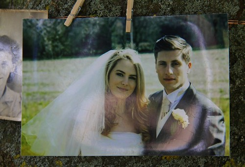 Canon EOS 60D - Jess & Joe's Wedding - Beautiful people on the tree - 2