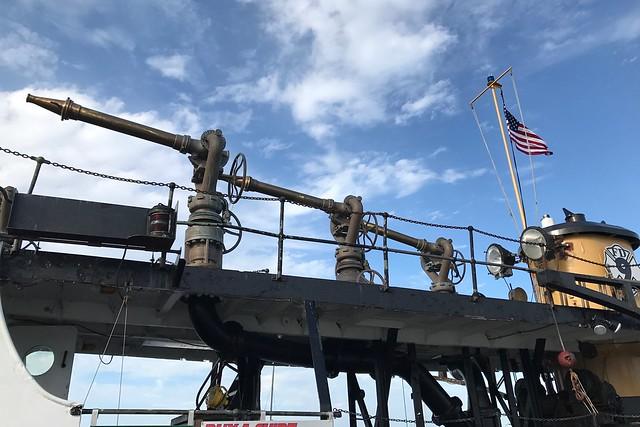 日, 2017-08-06 17:39 - 消防船