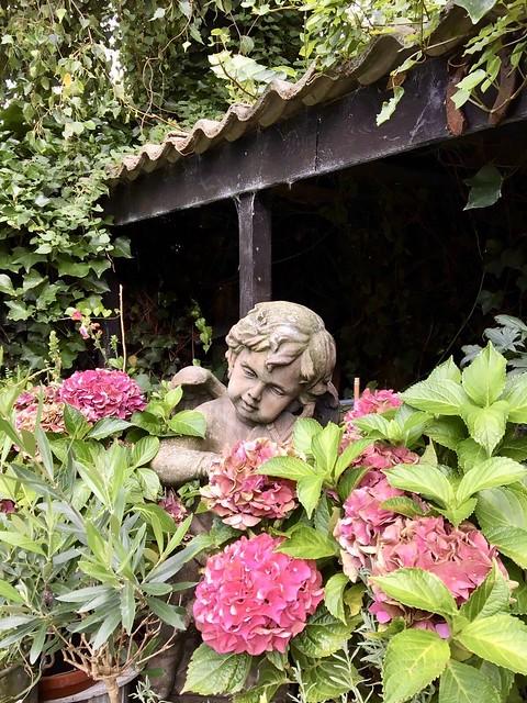 Engel tuinbeeld landelijke tuin