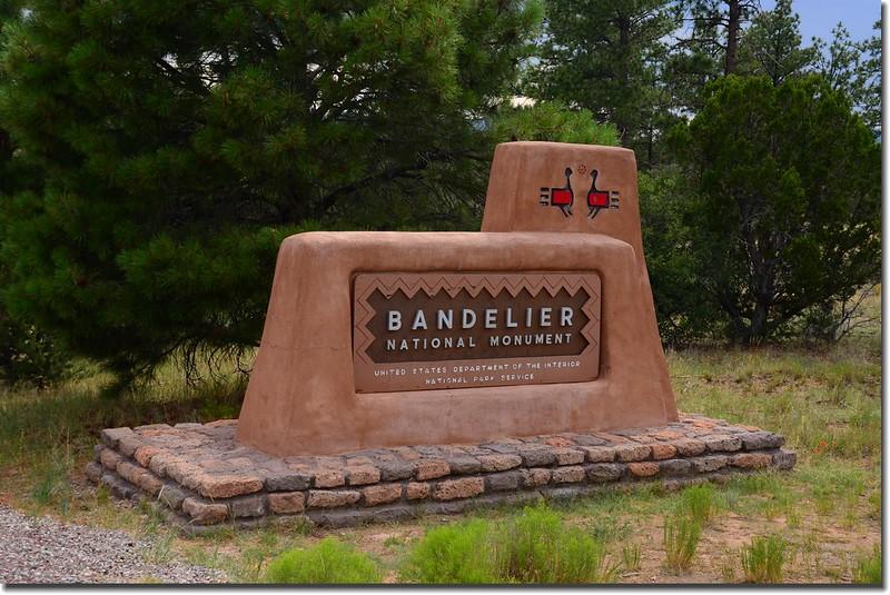 Bandelier National Monument entrance sign