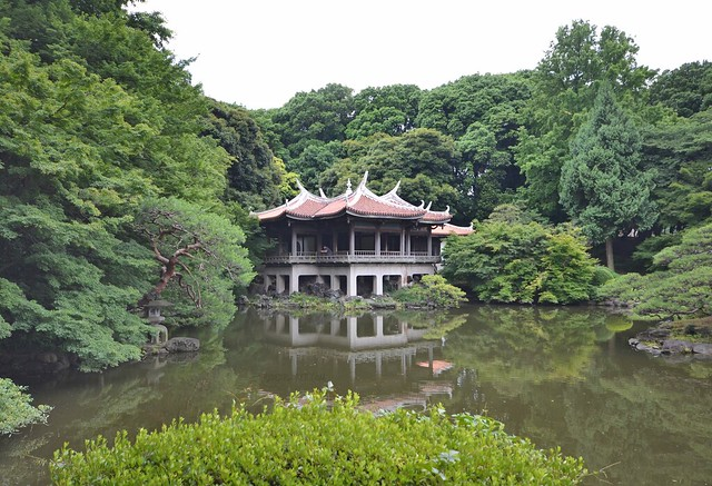 japan itinerary travel guide shinjuku gyoen garden