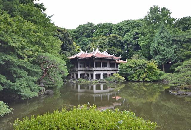 japan itinerary travel guide shinjuku gyoen garden