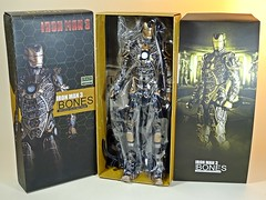 Crazy Toys – Iron Man 3 – Mk XLI Bones – Box Art & Contents 1