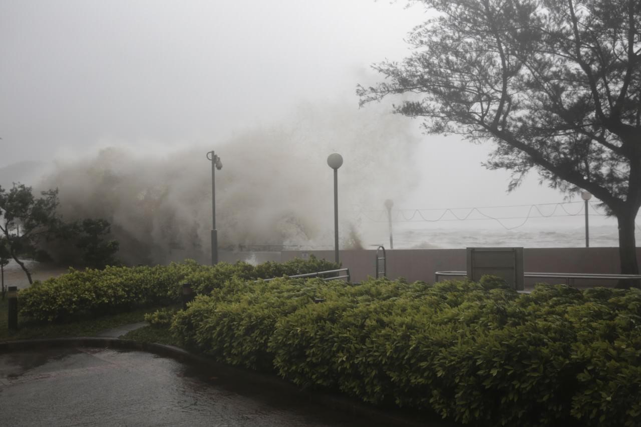 天鴿吹襲下的香港(林若勤攝)