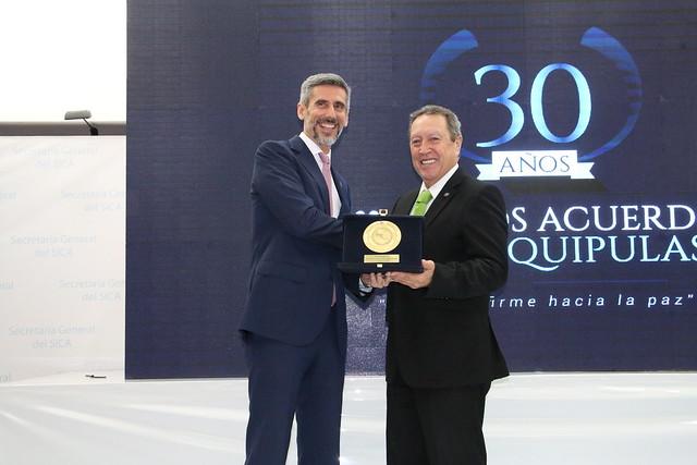 Vicente González, Asesor del Fondo España - SICA, recibe Medalla al Mérito del SICA