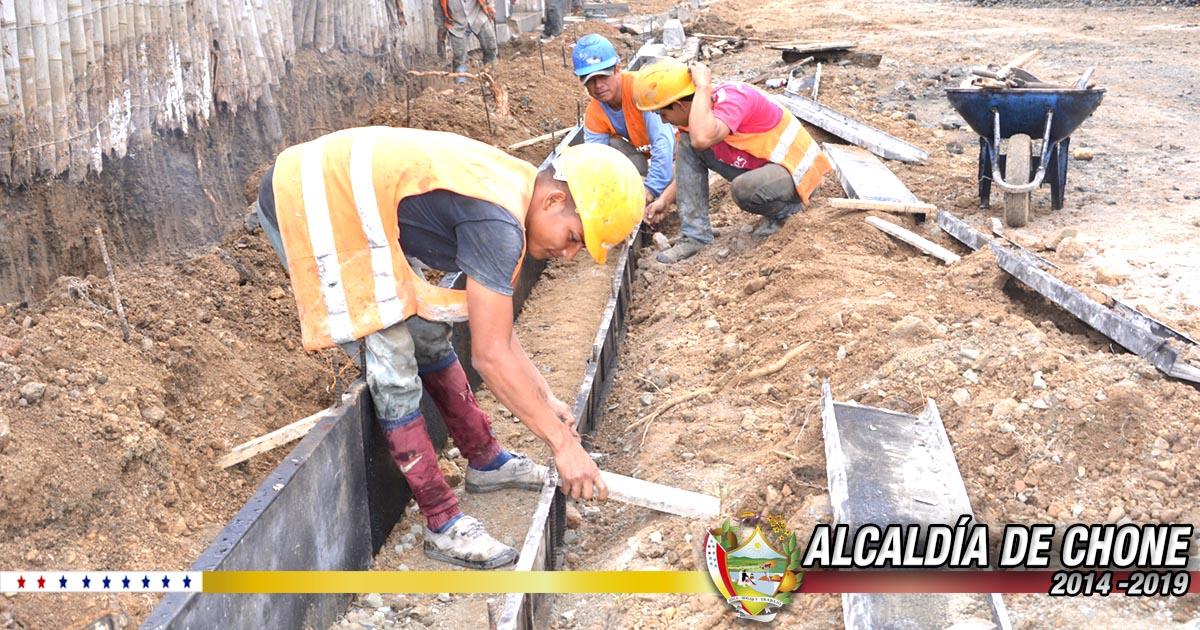 Alcaldía de Chone continúa trabajando en la obra pública