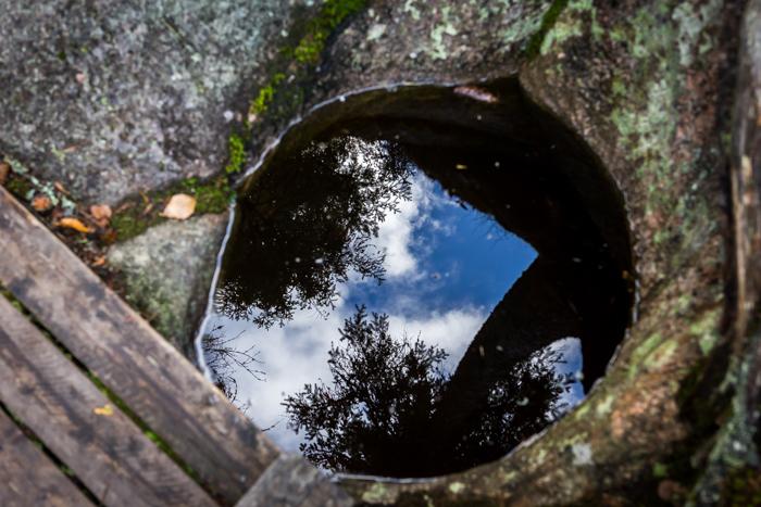 Askolan hiidenkirnut heijastus vedestä  (1 of 1)