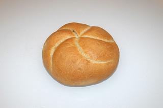 01 - Zutat altbackenes Brötchen / Ingredient old bun