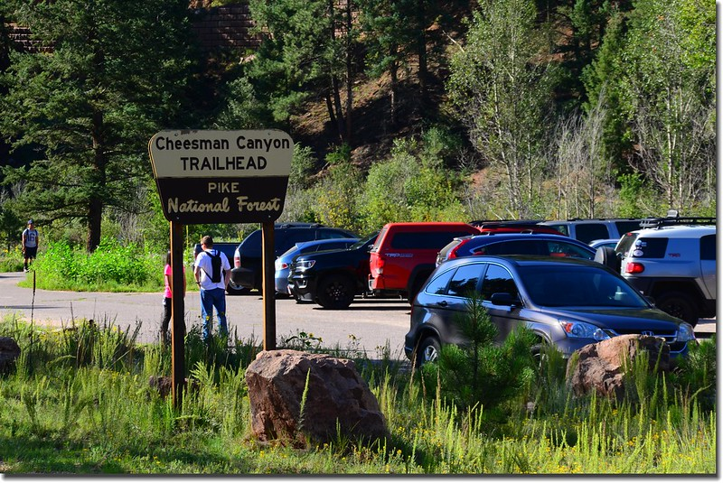 Cheesman Canyon Trailhead parking lot