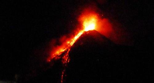 399 Erupcion nocturna, Volcan de Fuego (13)