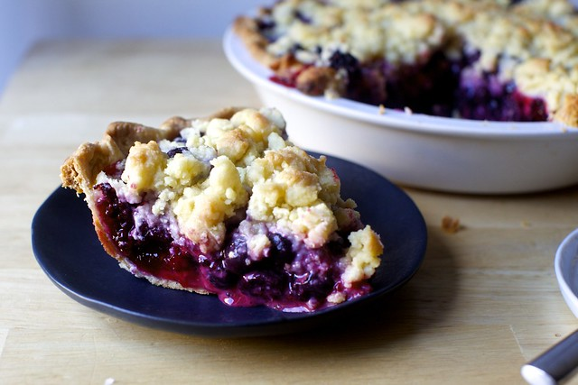 blackberry-blueberry crumb pie