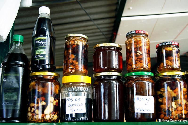 Мед, орехи в меду, оливковое масло, варенье