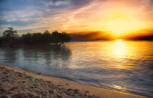 The sun sets over Palawan, the world's most beautiful Island | by Ray in Manila