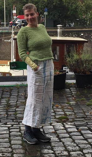 skirt with pockets and godets, handdyed indigo linen. sewing